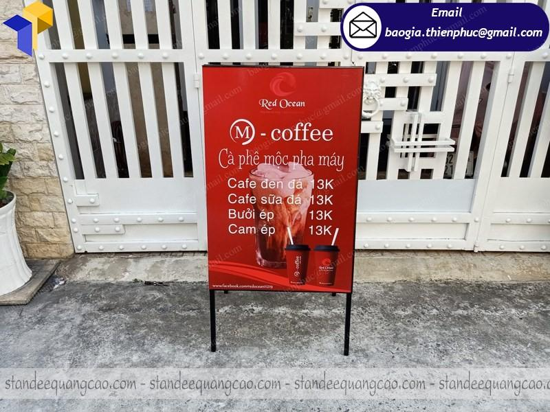 nơi đóng standee chữ a quảng cáo quán cafe