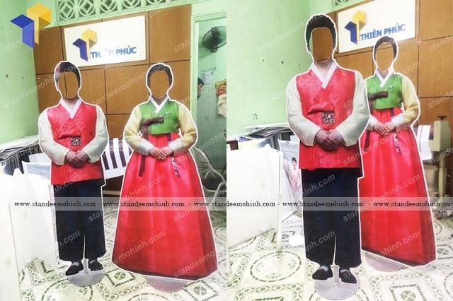 Mockup mô hình cưới -standee mô hình cô dâu chú rể